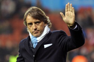 Roberto-Mancini-waves-to-fans